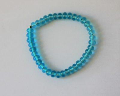 Bracelet fin de perles de verre turquoises