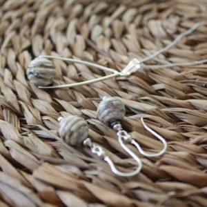 Collier et boucles d'oreilles, perle beige marbré