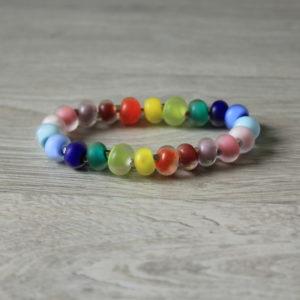 Bracelet arc-en-ciel mat en perles de verre filé.