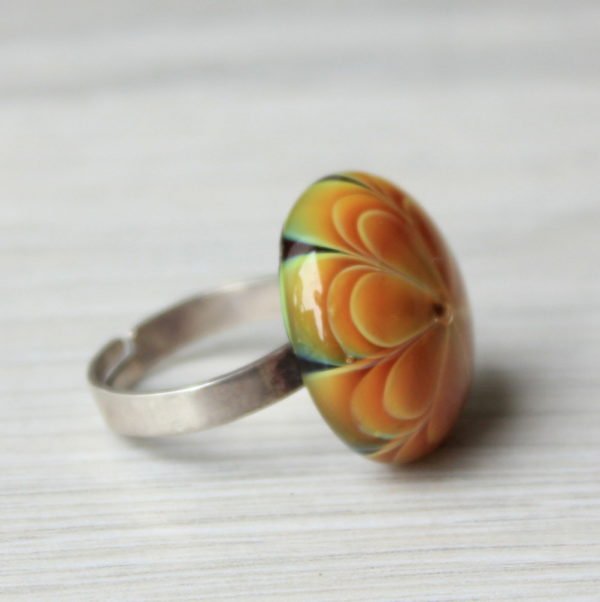 Bague en verre orange de Murano.