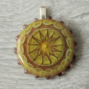 Pendentif en verre jaune et mauve de Murano
