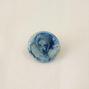 Broche bleue marbré