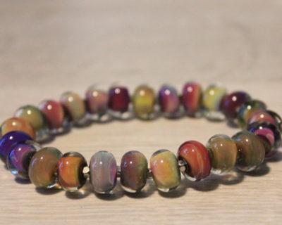 Bracelet multicolor en verre filé au chalumeau.