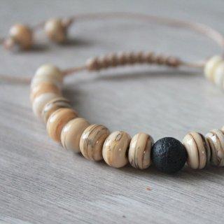 Bracelet de perles en verre et pierre de lave.