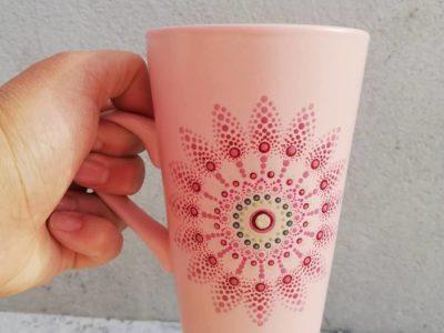 Des mugs mandala peint à la main