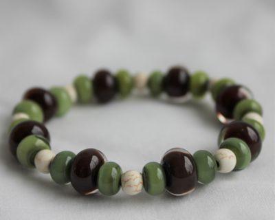 Bracelet perles vert, marron et ivoire