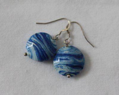 Boucles d'oreilles bleues marbrés en verre