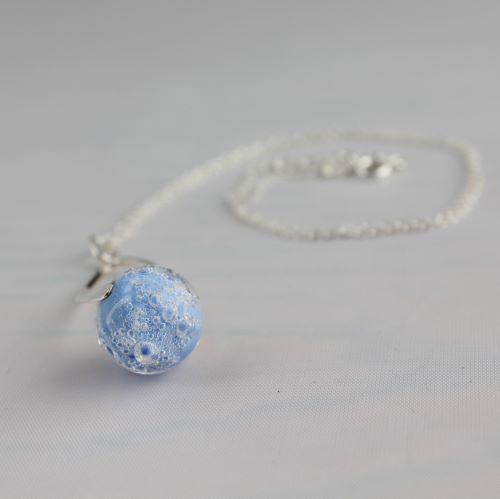 Collier torsadé bleu clair