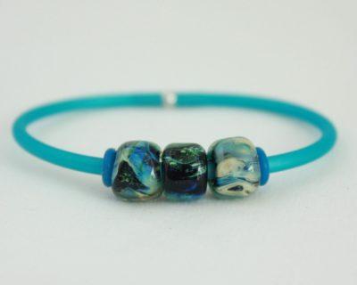 Bracelet caoutchouc et perles marbrées en verre