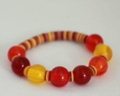 Bracelet rouge, orange et jaune, perles de verre et rondelles