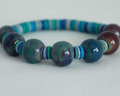 Bracelet bleu en perles de verre et rondelles