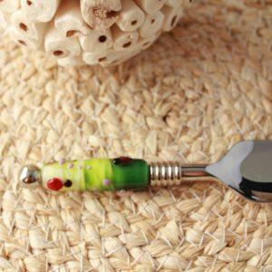petite pelle avec perle de verre, décoré de coccinelles et fleurs